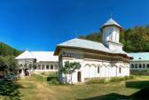 Mănăstirea Crasna se află în comuna Crasna aşezată pe D.J. 675 Curtişoara – Novaci judeţul Gorj şi a fost întemeiată în anul 1636 de marele Pitar Dumi