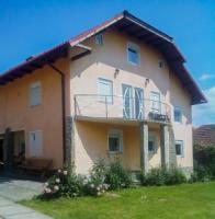 Casa Maria este situata in orasul Novaci, punctul de plecare al Transalpinei (dn67c Drumul regelui) care face legatura intre Oltenia si Ardeal si disp