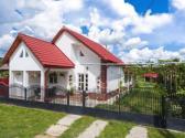 Casa de vacanță Marya este localizată în Baia de Fier și vă pune la dispoziție camere generoase cu baie privată, bucătărie, sală de mese și foișor de